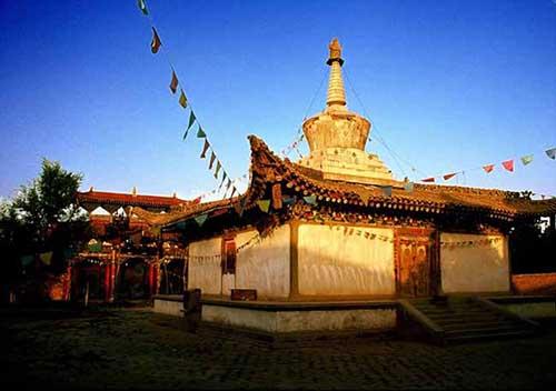 为何内地多拜菩萨而西藏供奉佛祖