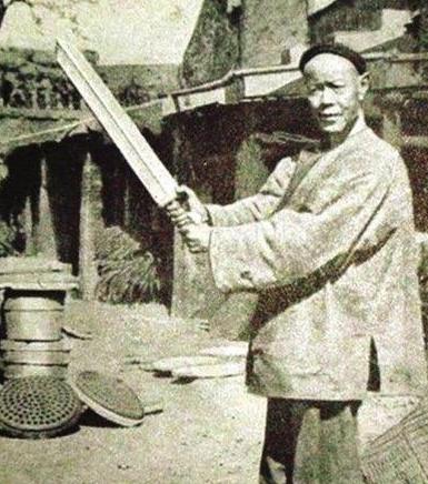 中国最后的刽子手,一生砍下了300人的脑袋